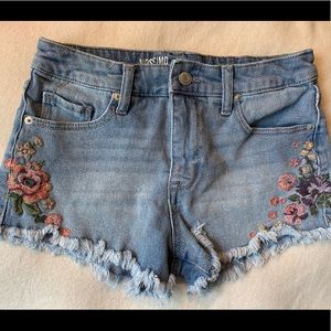 Mossimo high rise jean shorts embroidered flowers